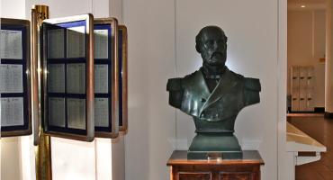 Historia del busto de Prat, donado a la Fuerza Marítima de Autodefensa del Japón