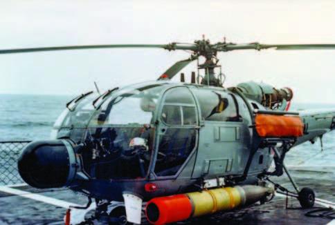 Helicóptero Naval 61 armado con torpedo MK 44