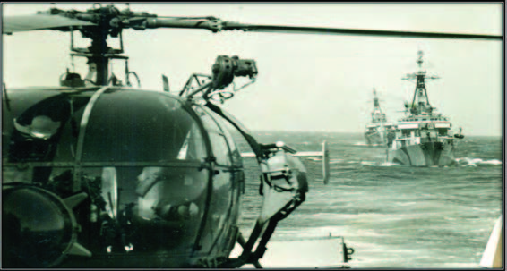 Helicóptero Alouette a bordo de una unidad de la Escuadra en el Teatro de Operaciones Austral