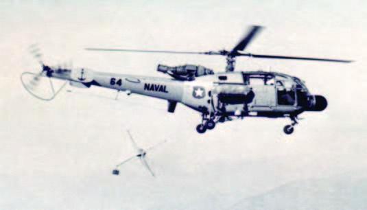 Naval 64 efectuando pruebas con un reflector de radar