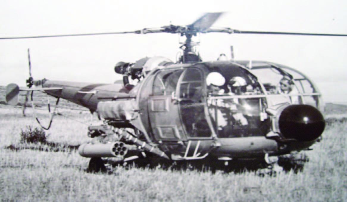 Helicóptero SH-9 con coheteras para rockets de 3,75´´más conocido como SBAT 70 (70 mm)
