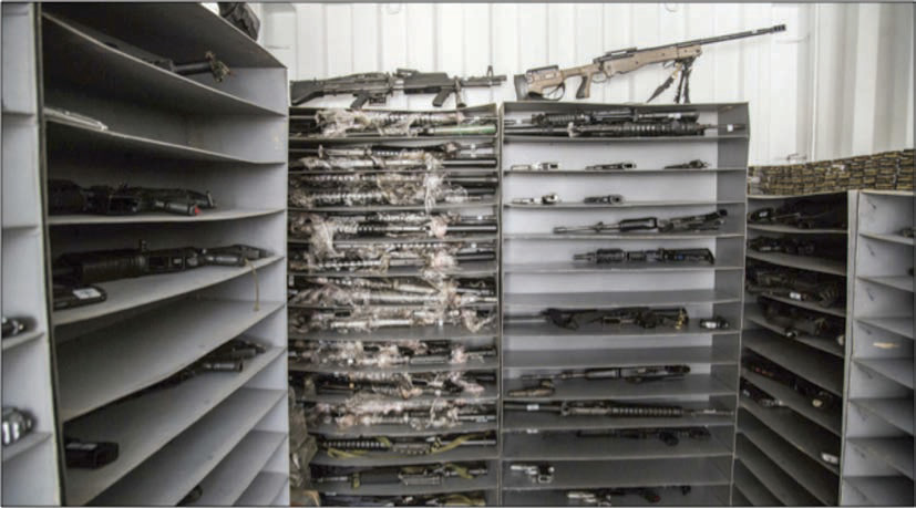 Interior de un contenedor ONU con armamento de las FARC-EP almacenado